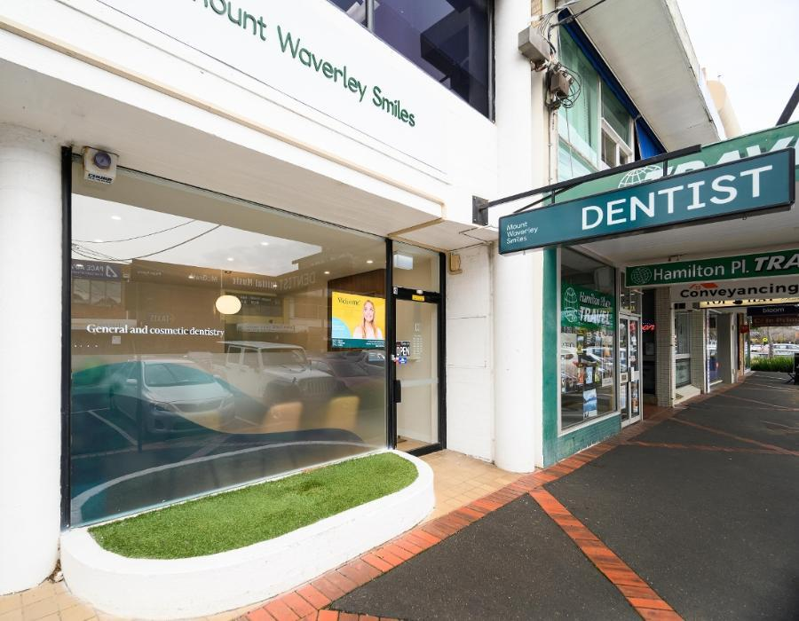 Exterior entrance for Mount Waverley Smiles